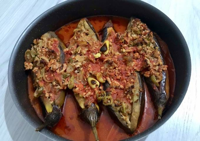 Karnıyarık (Eggplants Stuffed with Ground Meat Sauce) recipe main photo