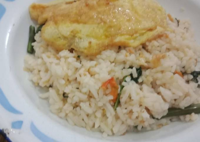 Langkah-Langkah Memasak Nasi goreng kangkung ebi yang Bikin Ngiler