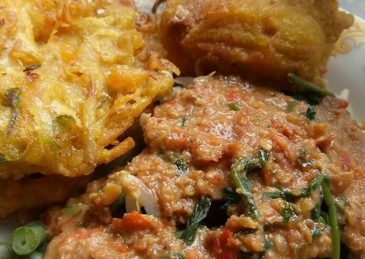 Pecel sayuran gorengan tahu isi & bakwan sayur