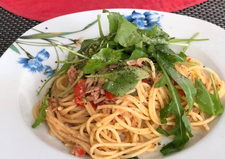 Pasta mit Thunfisch, Kapern und Rucola