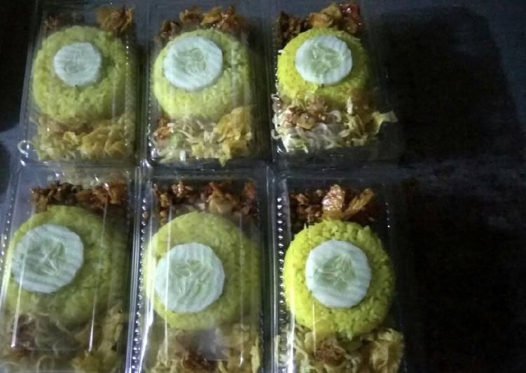 Nasi kuning tradisional