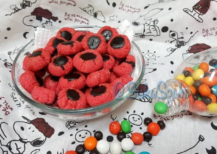 Langkah Mudah untuk Menyiapkan Pinky Choco Thumbprint Cookies #Ketopad_CP_AnekaKueKering yang Menggugah Selera
