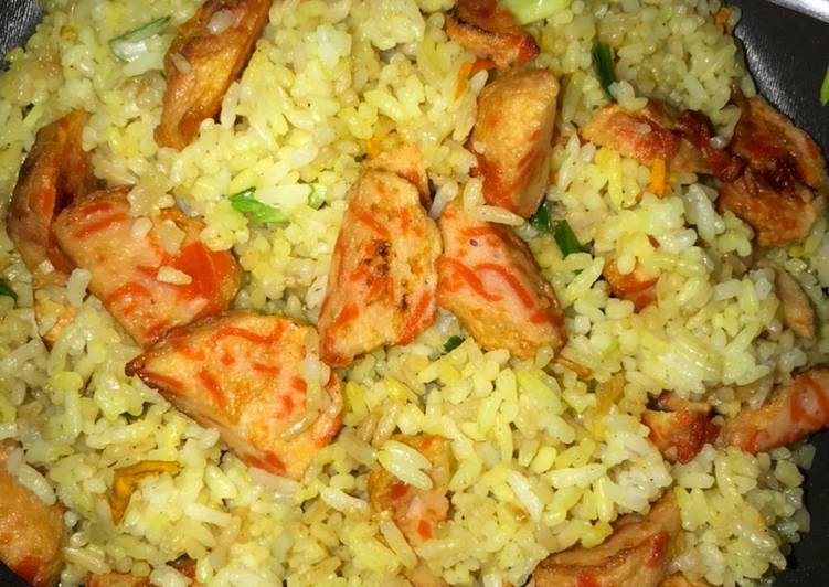 Nasi Goreng Kunyit Bakso Salmon