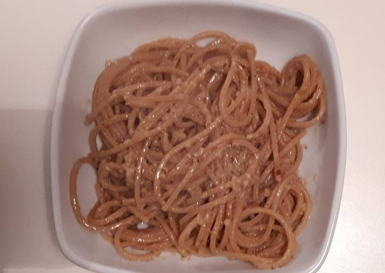 Spaghetti con bottarga, mandorle e pinoli