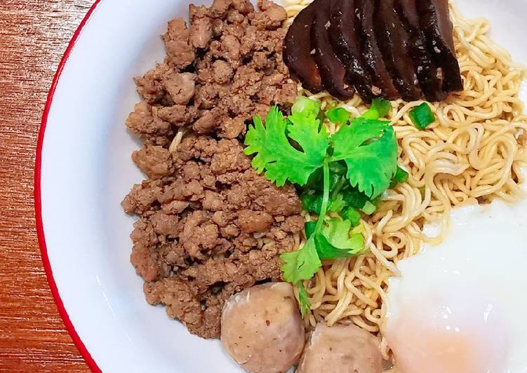 Easiest Way to Prepare Delicious 肉脞面 BAK CHOR MEE (MINCED MEAT NOODLES)
