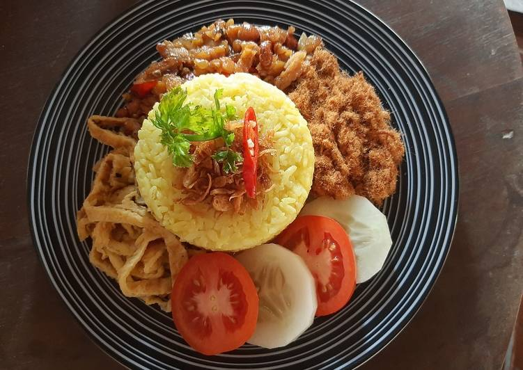 Nasi kuning magic com praktis