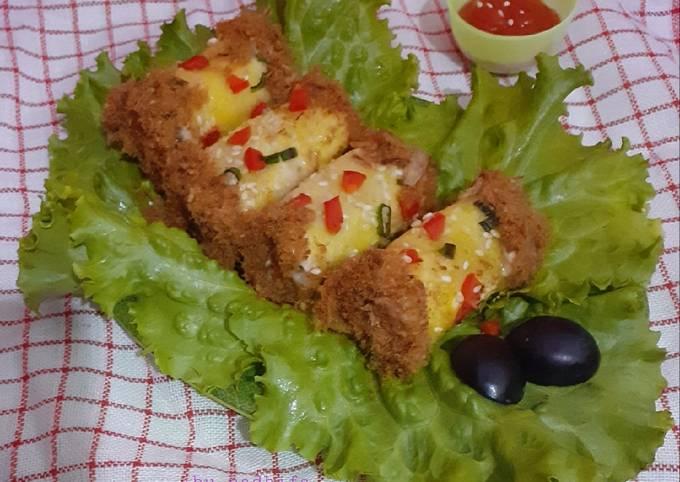 Roti Gulung isi Abon (floss roll bread)