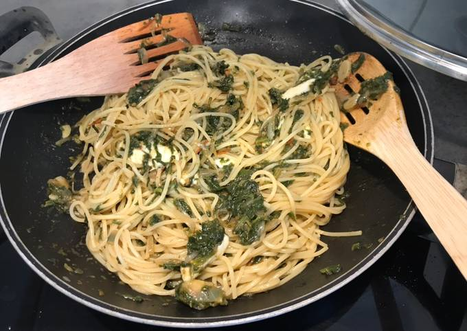Easiest Way to Cook Yummy Pasta with spinach sauce