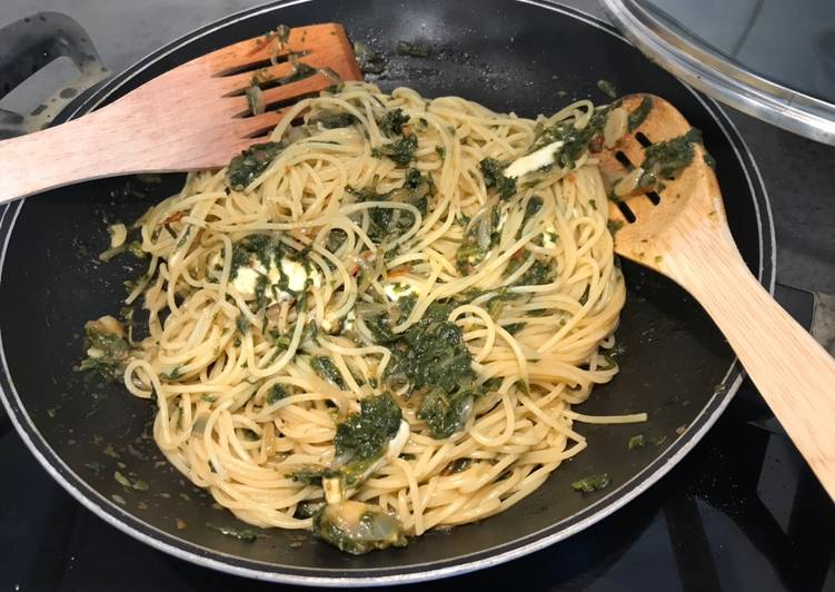 Simple Way to Make Quick Pasta with spinach sauce