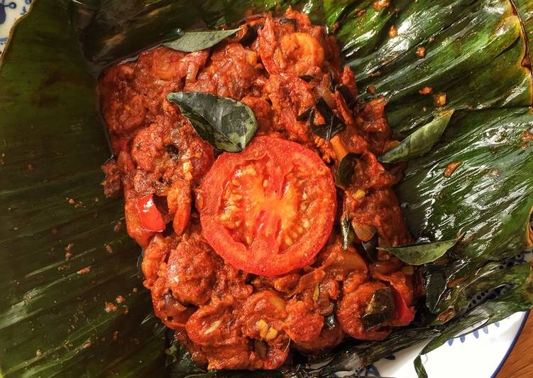 Prawn Pollichathu (Prawn cooked in Plantain leaf)
