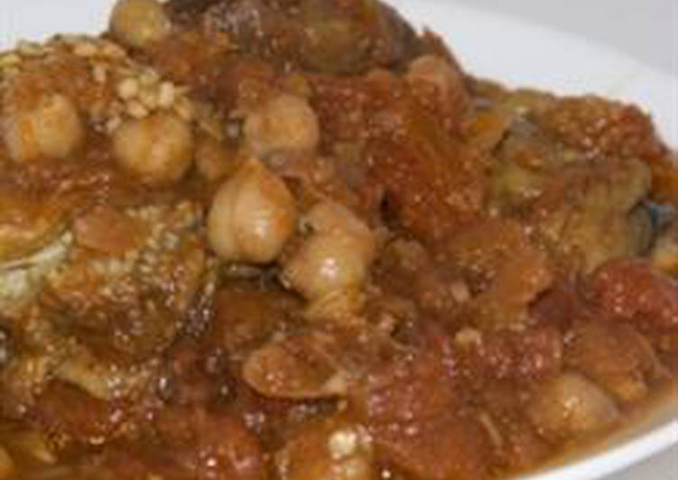 Eggplant casserole with chickpeas and tomato sauce - Mussakaa