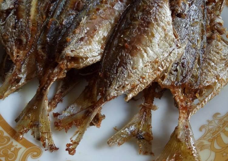 Ikan selar goreng