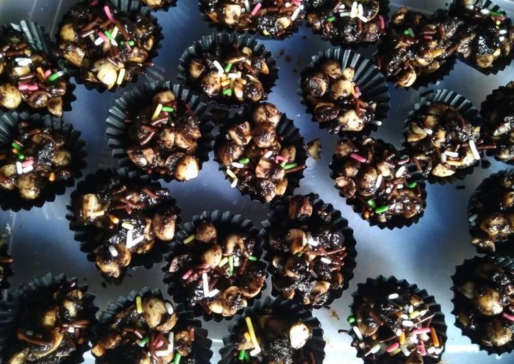 Kue kacang coklat batangan
