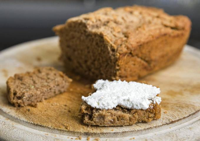 Beer bread with garlic and herbs