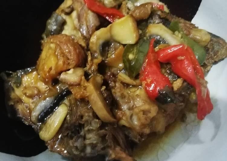 Ayam kecap jamur kancing