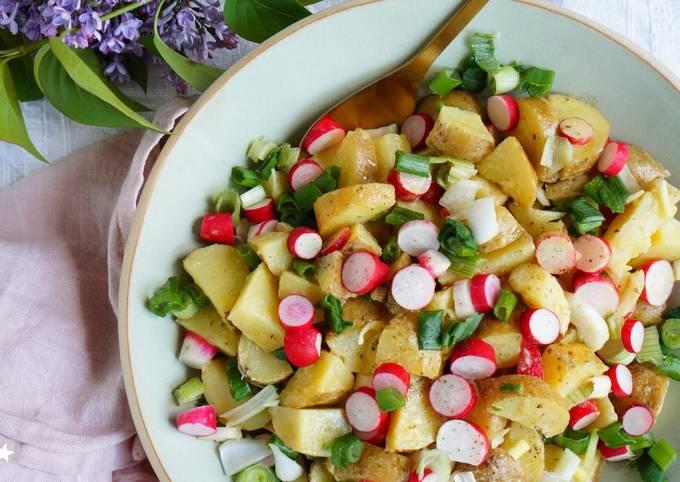 Salade de pommes de terre printanière, radis et oignons nouveaux (vegan, sans gluten)