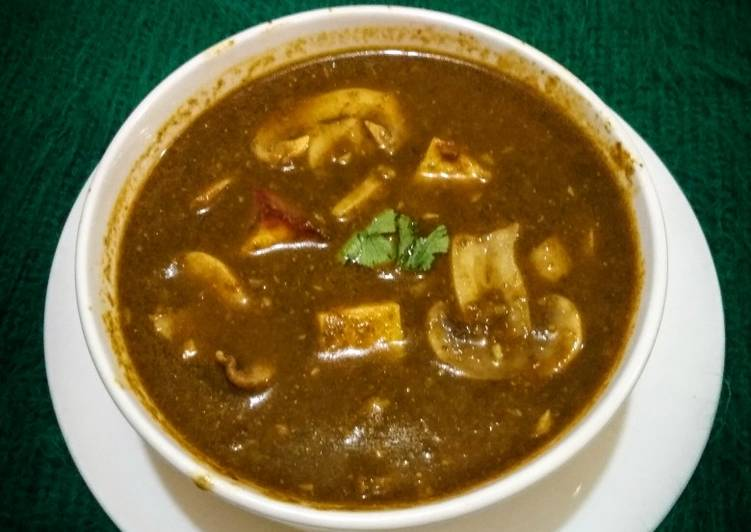 Spinach Curry with mushroom and paneer cottage cheese