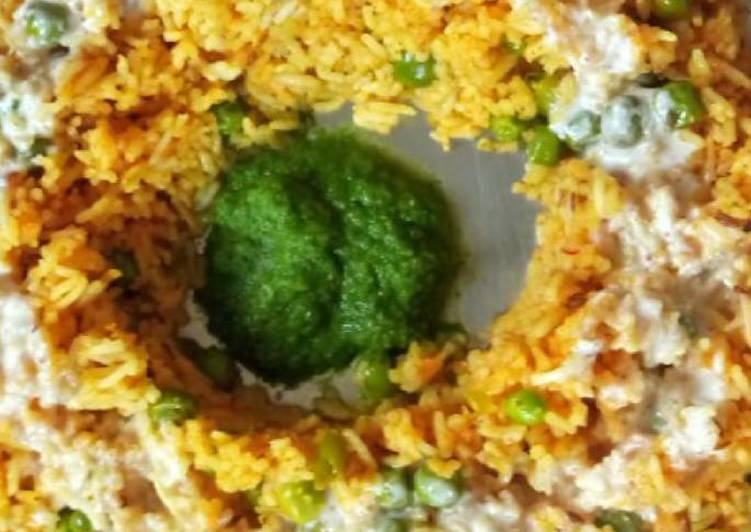 Peas Pulav With Chutney and Curd