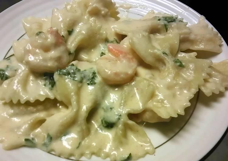 Steps to Prepare Homemade Creamy Garlic Shrimp Toss