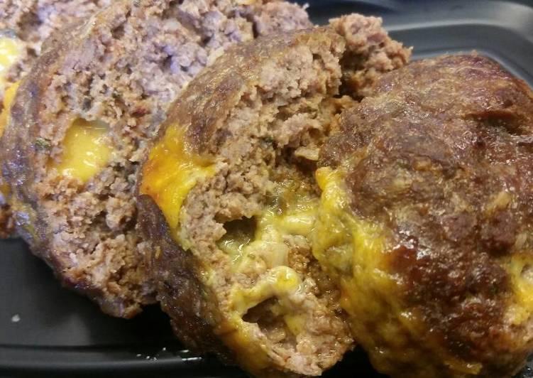 Spicy Cheddar Stuffed Mini Meatloafs