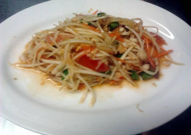 How to Prepare Appetizing green papaya salad som tam thai