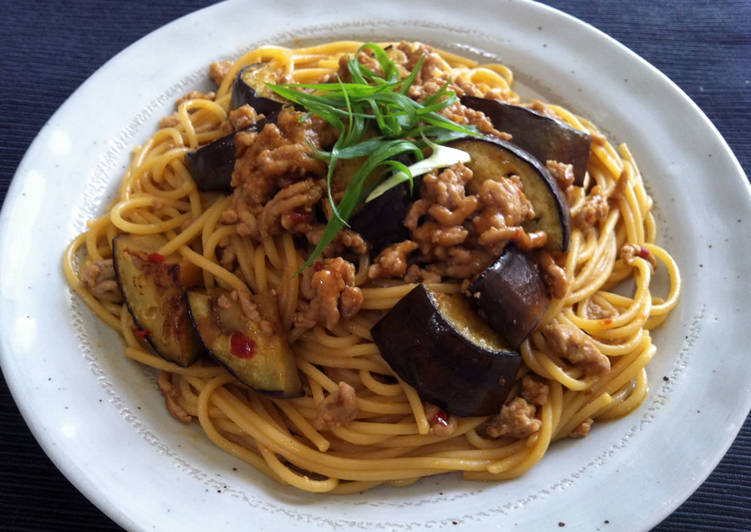 10 Minute Simple Way to Prepare Quick Pork & Eggplant Spaghetti with Miso Sauce