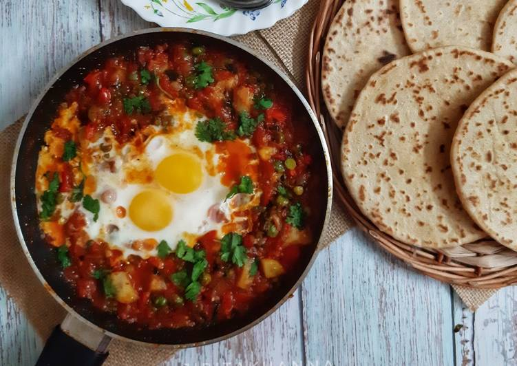 Shakshuka (In my style- Poached eggs in tomato and veggie gravy)