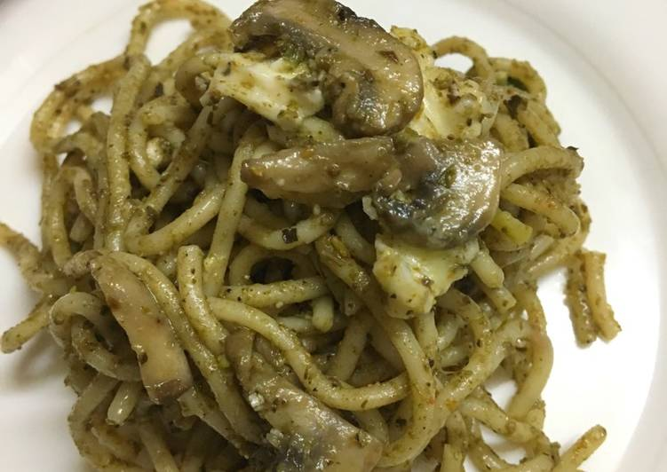 Pesto Spaghetti with mushrooms