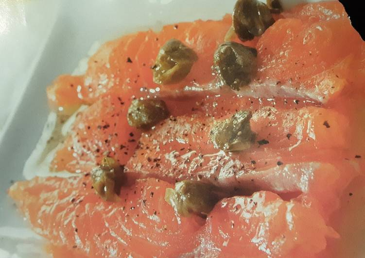 Salmon carpaccio with lemon dressing