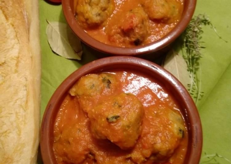 Albóndigas in Tomatensauce – Fork Yeah Cookbooks