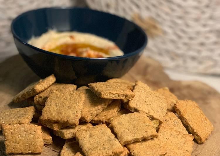 Galletas saladas de harina de garbanzo y sésamo con parmesano