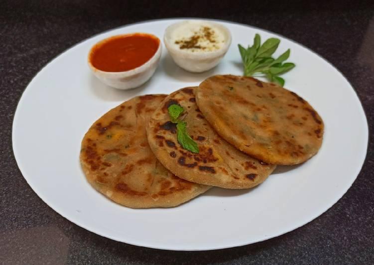 Recipe: Appetizing Methi paneer mini parata