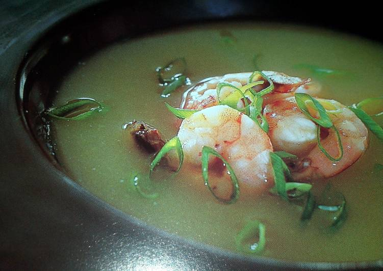 Creamy fennel soup with shrimp