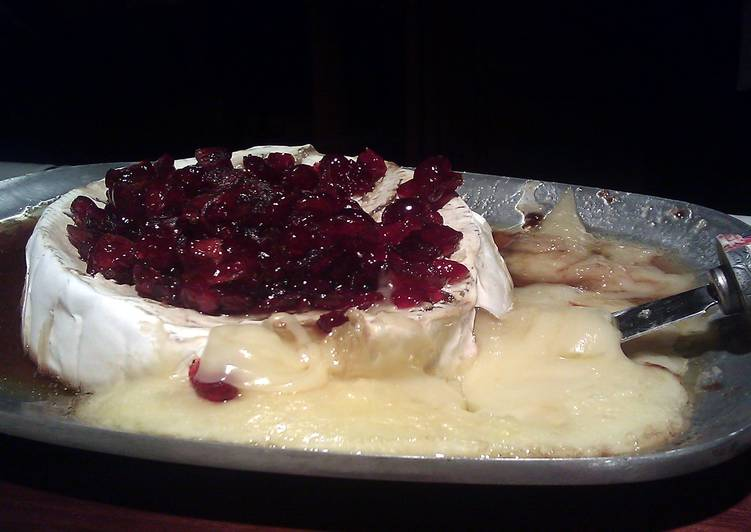 Easiest Recipe: Appetizing Baked Brie With Bourbon Cranberry Sauce
