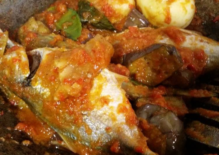 Telor, ikan, terong Balado