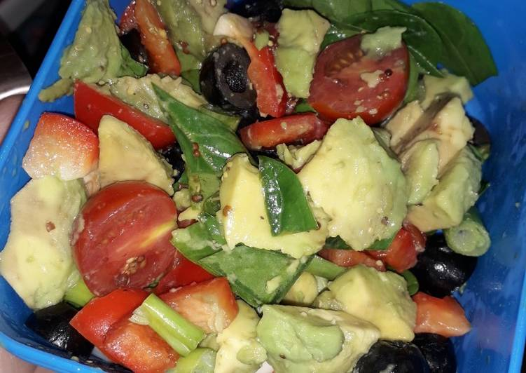 How to Make Quick Avocado and Red pepper salad