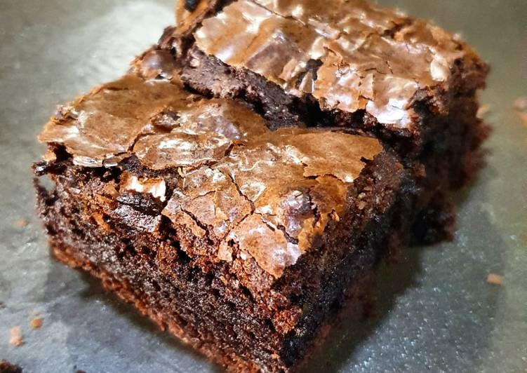 Fudgy brownies by parrot