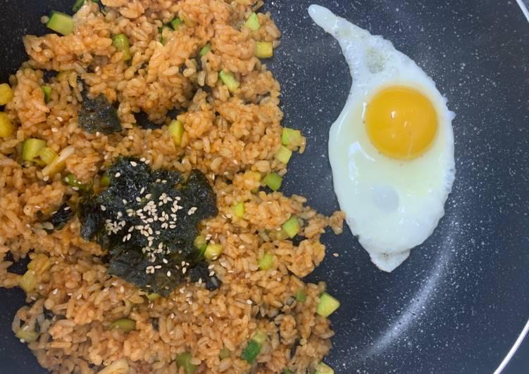 Yachae Pokkeumbab (Nasi Goreng Sayur) Ala Anak Kos Korea