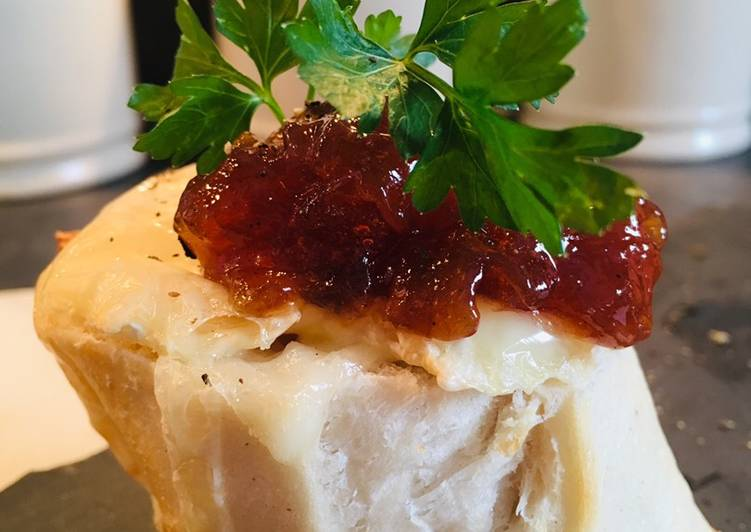 How to Prepare Ultimate Goats Cheese and Red Onion Chutney Breads