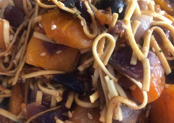 Wok de nouille butternut oignon rouge et olives