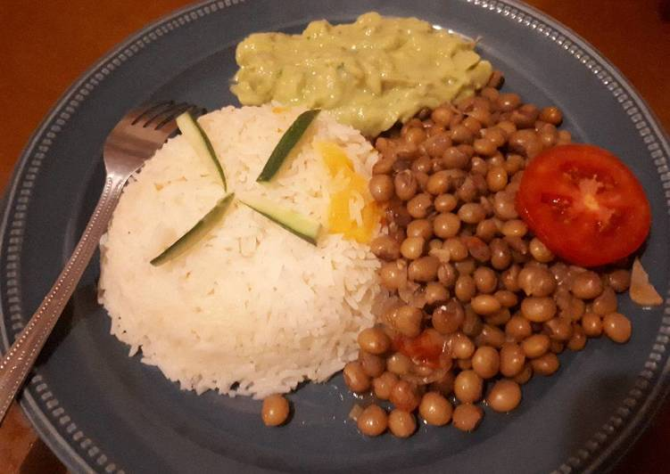 Easiest Way to Prepare Appetizing Pigeon peas served with rice and guacamole