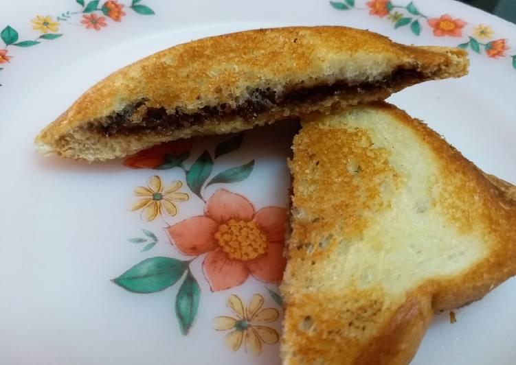 Cocoa Spread Toasted Sandwich