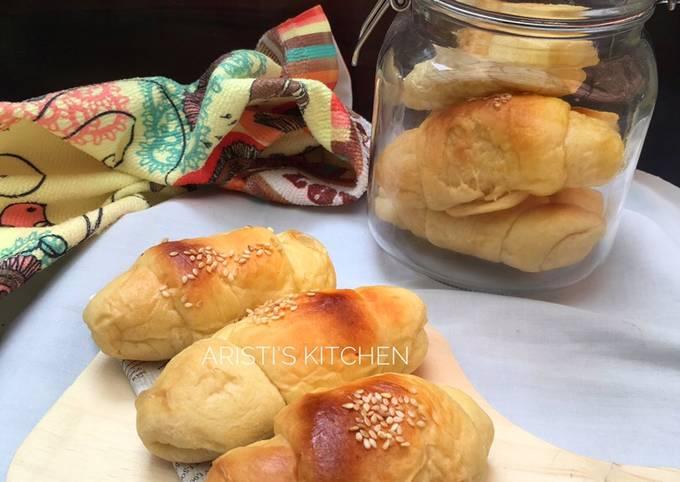 Roti Manis dengan Whipped Cream Cair