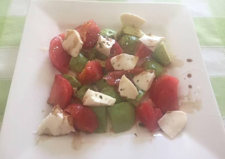 Ensalada de aguacate 🥑 mozzarella y tomate 🍅