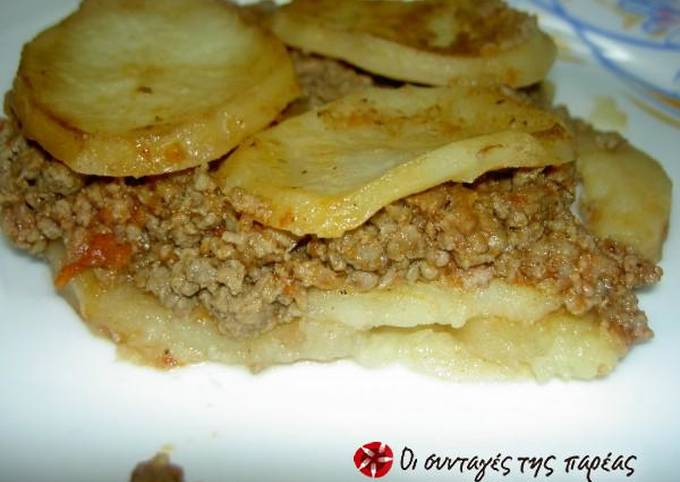 Potatoes with ground beef in the pot