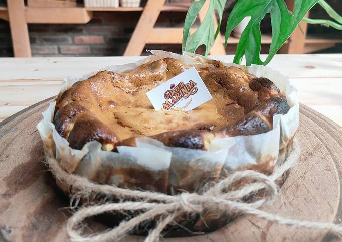 Basque Burnt Cheesecake Matcha