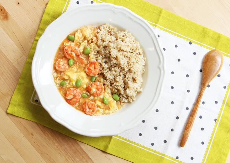 Recipe: Yummy Scrambled Eggs & Shrimp Over Rice