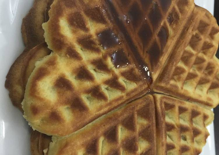 Vanilla waffles glazed with honey