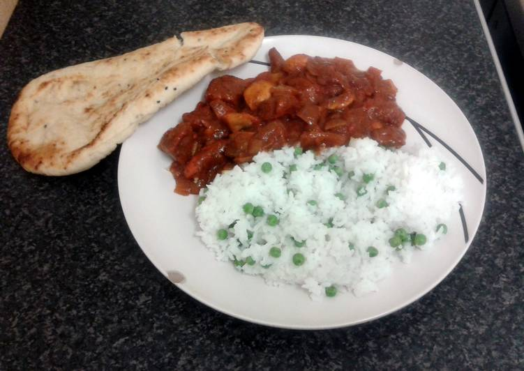 Absolutely Ultimate Dinner Ideas Autumn spicy chicken curry, nan bread with rice & peas