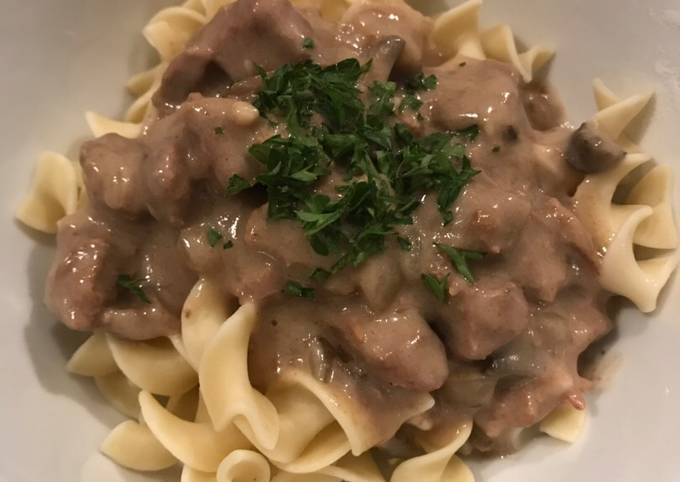 How to Make Quick Easy Beef Stroganoff in the Slow Cooker